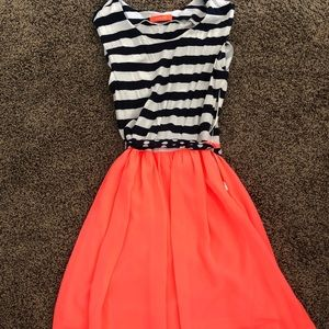 Dresses & Skirts - Super cute dress. Worn once. Excellent condition!